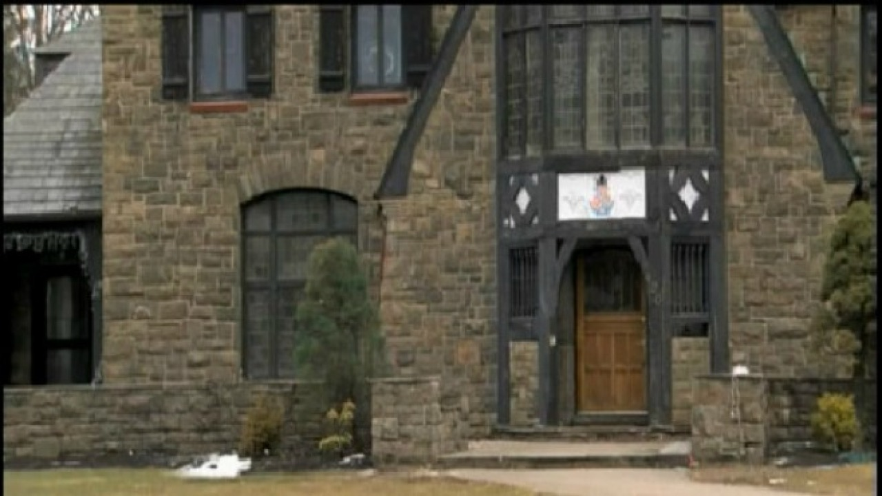 Penn State seeks frat members who posted nude photos