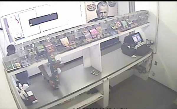 Lottery ticket theft in Campbell, Ohio caught on camera_135890