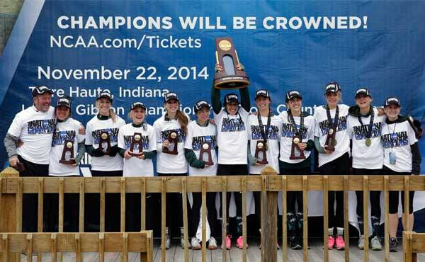 Michigan State Women's Cross Country team accepts award_132946