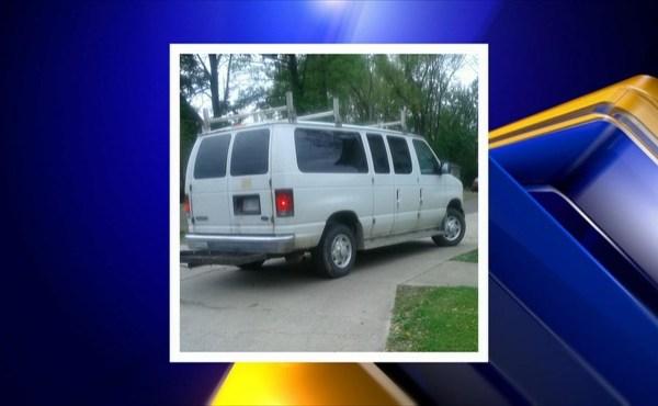 Mom in Warren warns parents about a suspicious van_142011