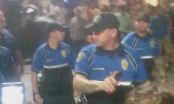 Video of Austin Police confrontation goes viral on YouTube_147431