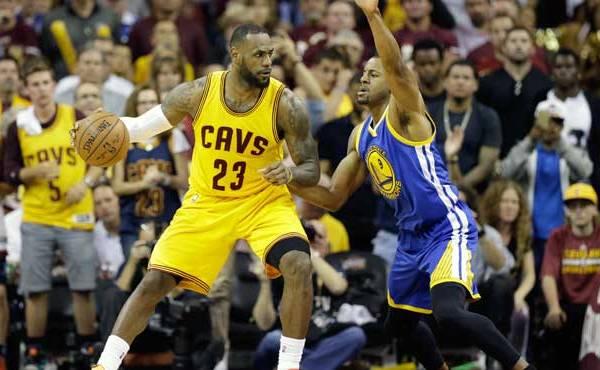 LeBron James Andre Iguodala NBA Finals Cavaliers Warriors_147846
