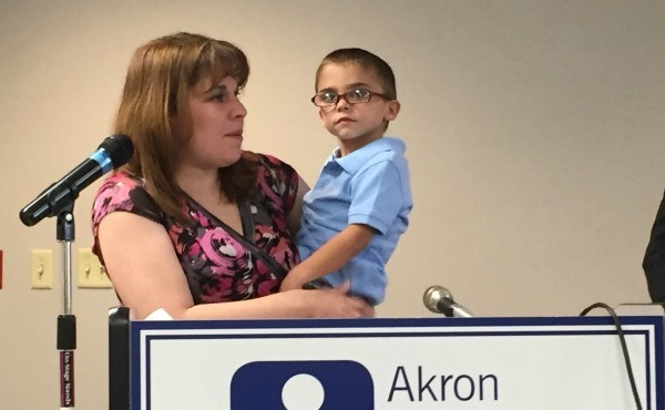 youngstown ohio woman and child advocating for insurance for people whose kids have medical issues_146705
