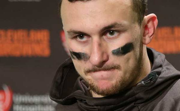 cleveland-browns-quarterback-johnny-manziel-speaks-with-media-members-after-an-nfl-football-game-against-the-seattle-seahawks-in-seattle_192222