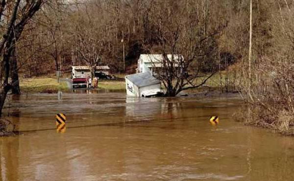 fedex-truck-in-creek-in-Scott-County-Virginia_202391