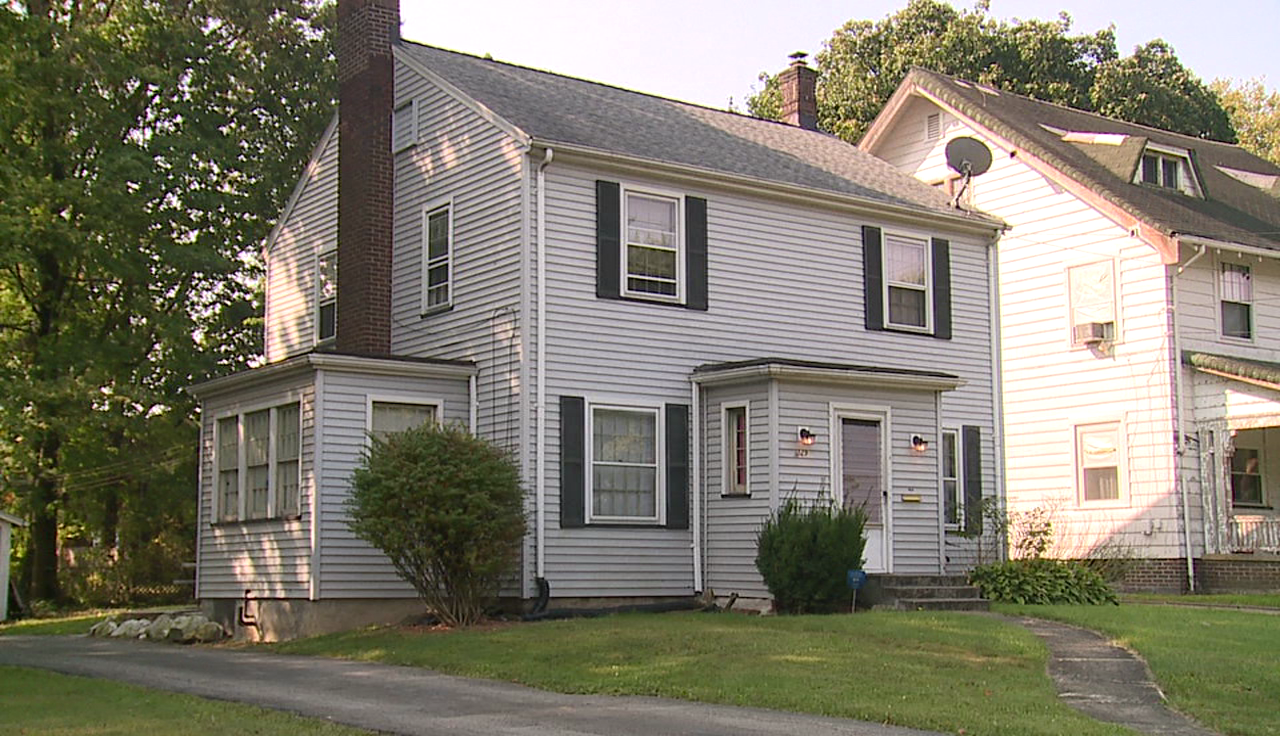 Braking Point Recovery Center sober house on Alameda Avenue in Youngstown