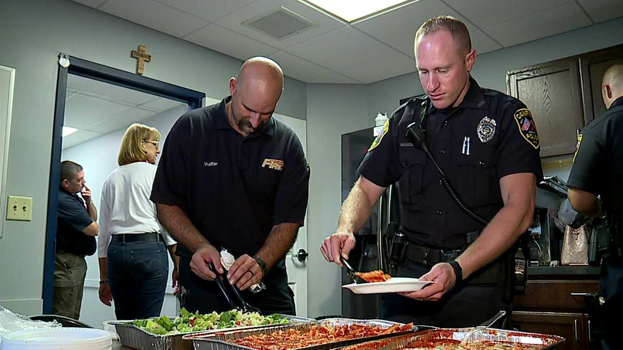 Junior Women's League of Canfield delivers lunch to police officers