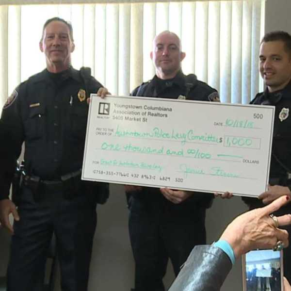 Realtors support Austintown police officers