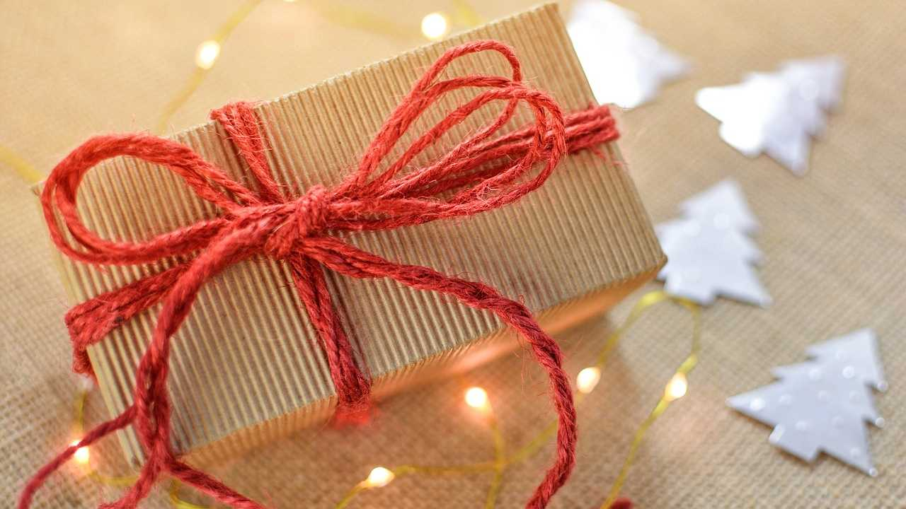 Christmas present, gift generic