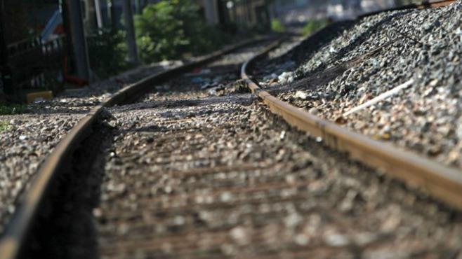 train tracks generic_320662