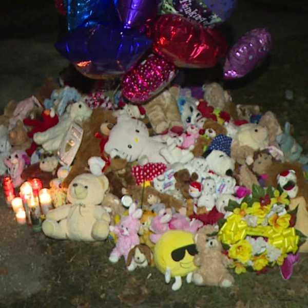 Parkcliffe Avenue memorial pile