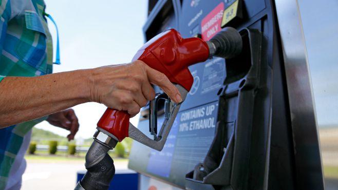gasoline-refuel-woman-pittsburgh_161633