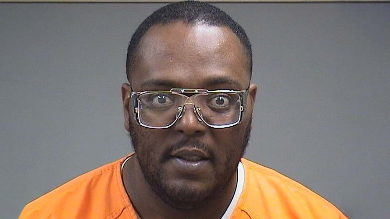 Bobby Kelly III, charged with assault and domestic violence in Youngstown, Ohio