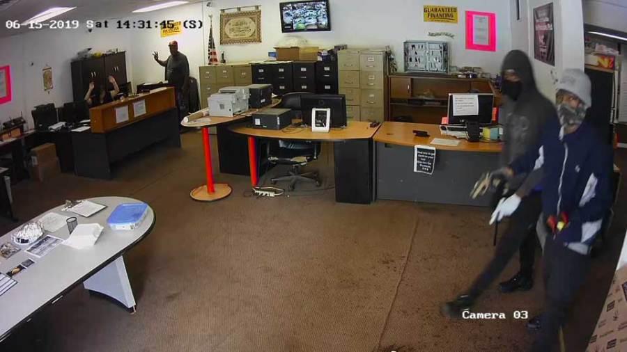 Robbery suspects at Sun Auto
