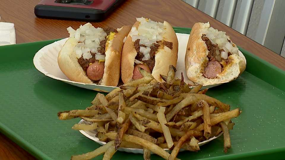Jay's Famous Hot Dogs reopens in Boardman after closing over