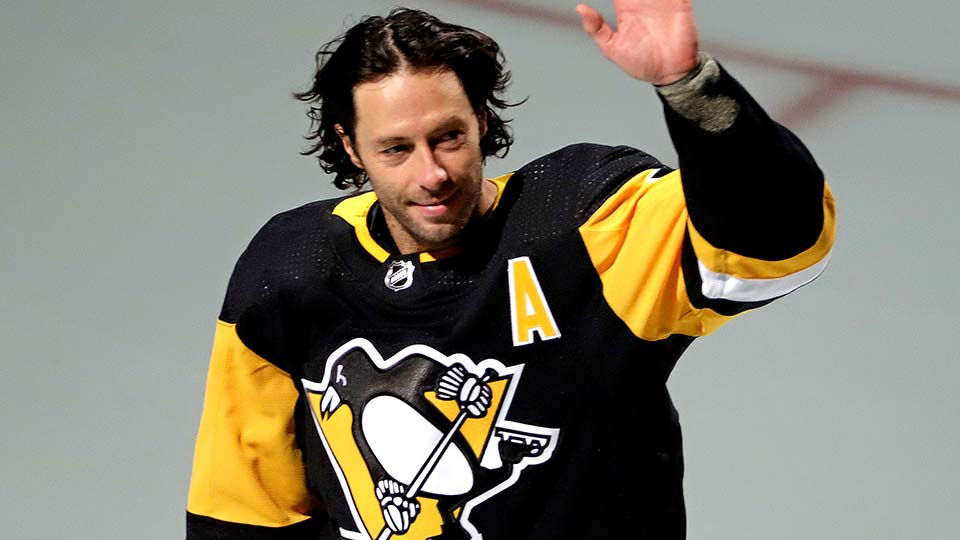 Pittsburgh Penguins' Matt Cullen waves to fans during a pregame celebration of his 1,500th career NHL hockey game