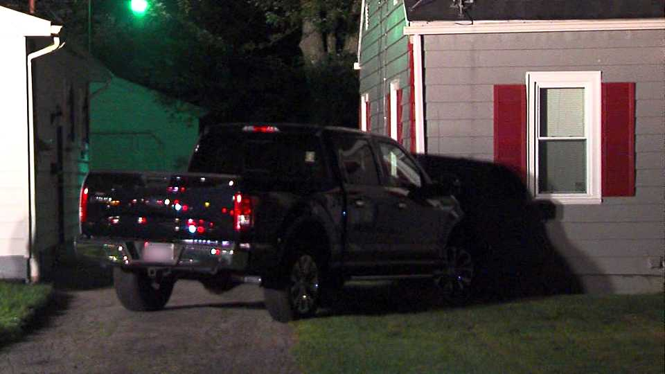 Pickup truck crashes into Youngstown house