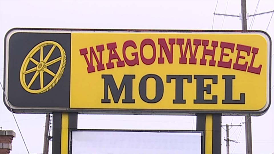 The sign for the Wagon Wheel Motel.