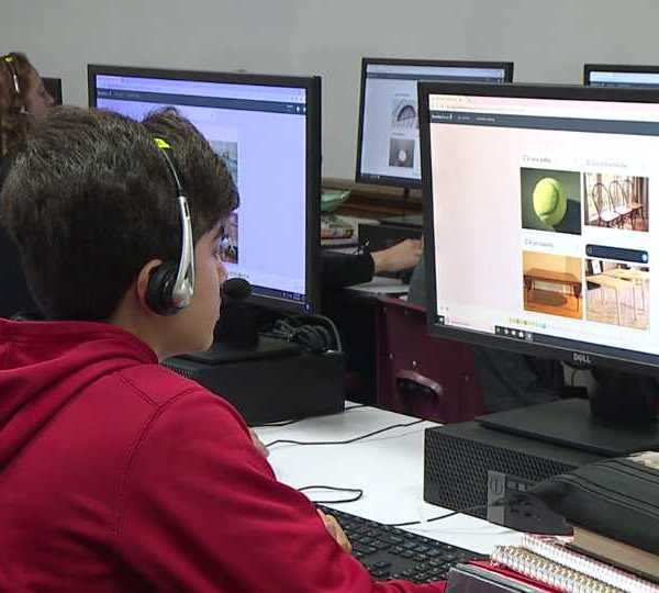 Canfield Middle School students learn with Rosetta Stone