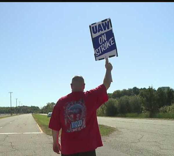 Dan Santangelo, of New Middletown, on strike in Lordstown