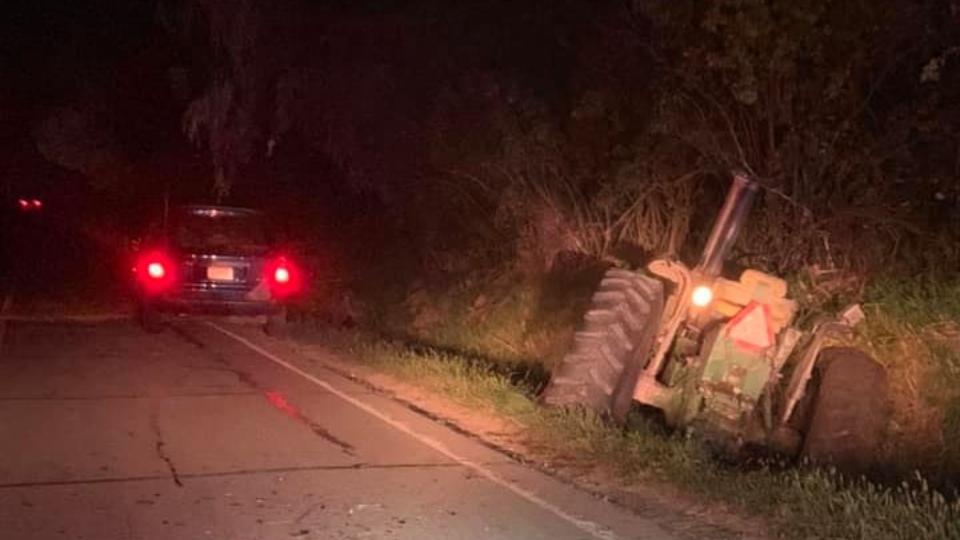 Tractor and minivan crash, Burton, Ohio