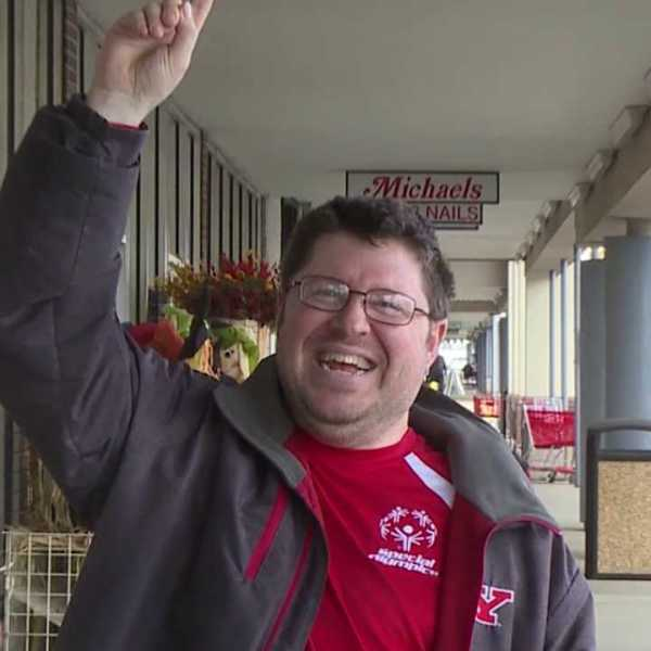 Michael Klaus works at That's A Wrap in Boardman, Mahoning County Board of Developmental Disabilities