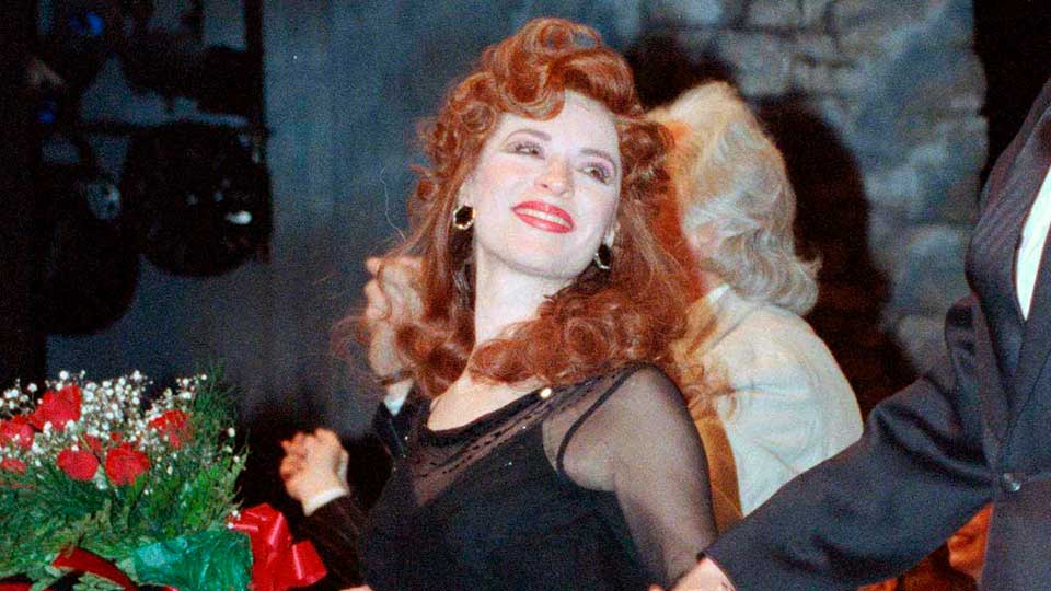 """FILE - This April 9, 1990 file photo shows actress Ann Crumb at the curtain call for the Andrew Lloyd Webber musical """"Aspects of Love"""" on opening night in New York. Crumb, a Tony Award-nominated actress who originated the role of Rose Vibert in """"Aspects of Love,"""" died, Thursday, Oct. 31, 2019 from ovarian cancer at her parent's home in Media, Pa. She was 69."""