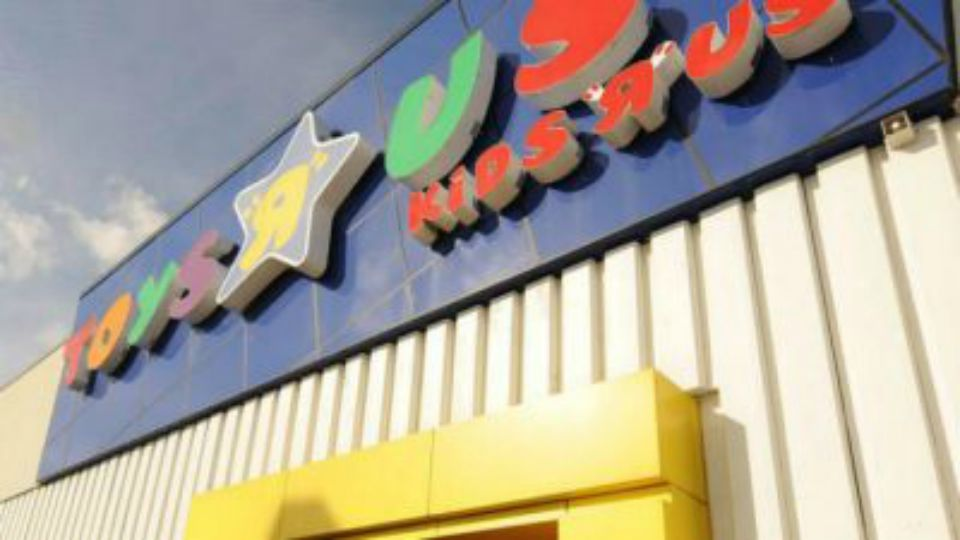 Toys R Us opens in New Jersey.
