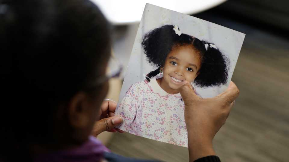 Donnesha Cooper touches a photo of her daughter, Alianna DeFreeze, in Cleveland (AP Photo/Tony Dejak).