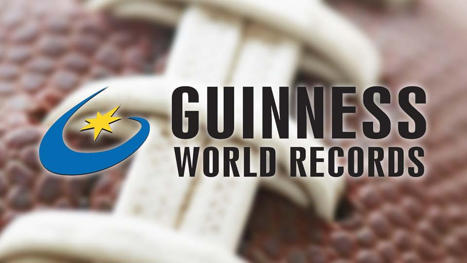 Ohio town sets Guinness record for footballs thrown at once