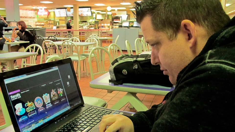 Gamblers turn to online casinos due to the virus
