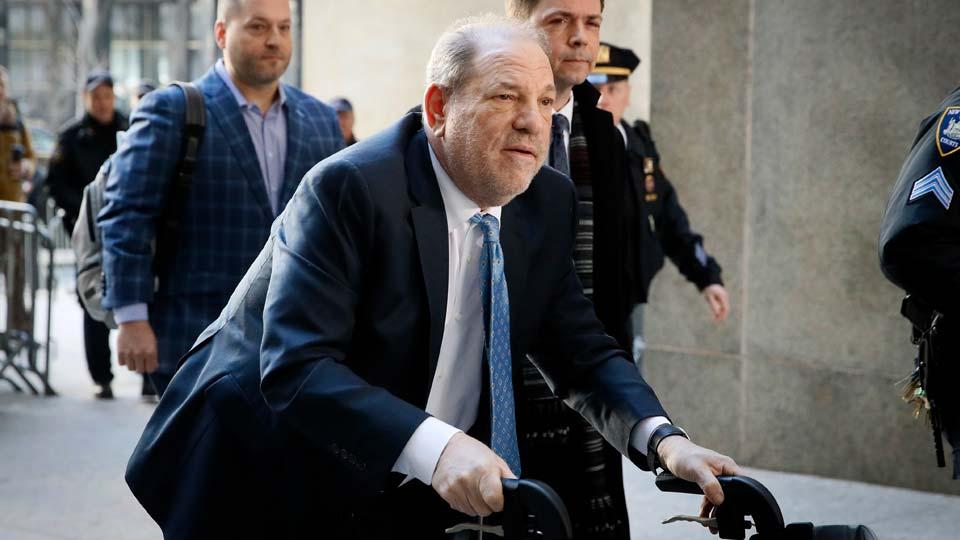 Harvey Weinstein arrives at a Manhattan courthouse