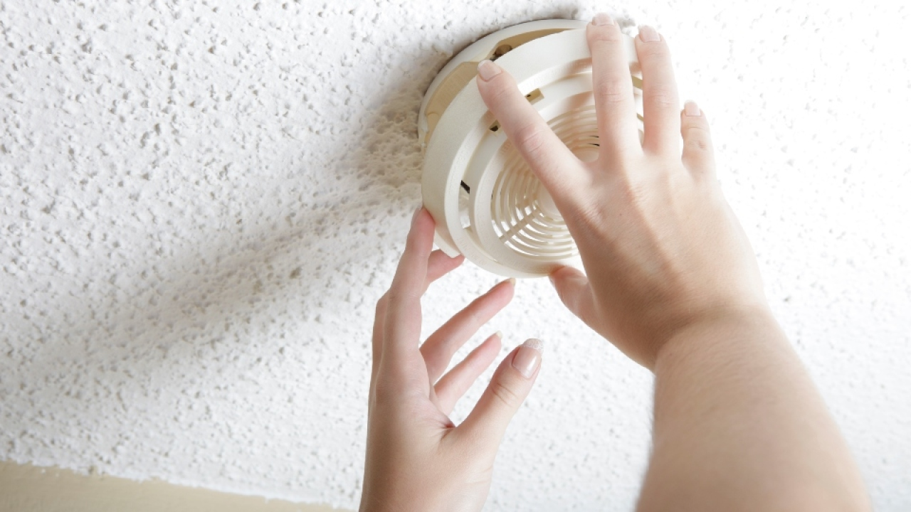 Firefighters Remind Residents To Change Smoke Detector Batteries