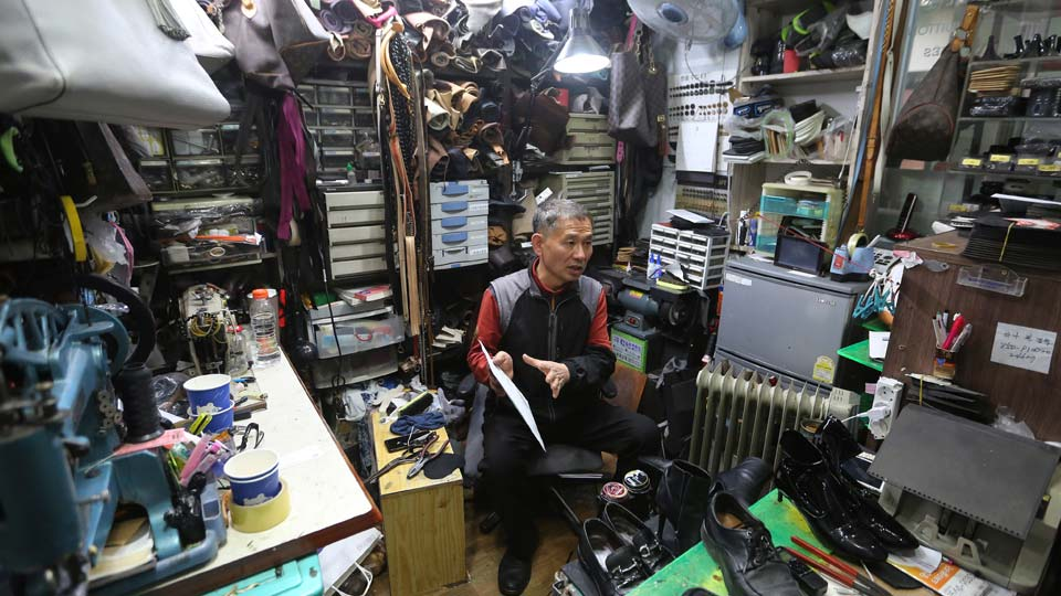South Korean shoe repairman Kim Byung-rok