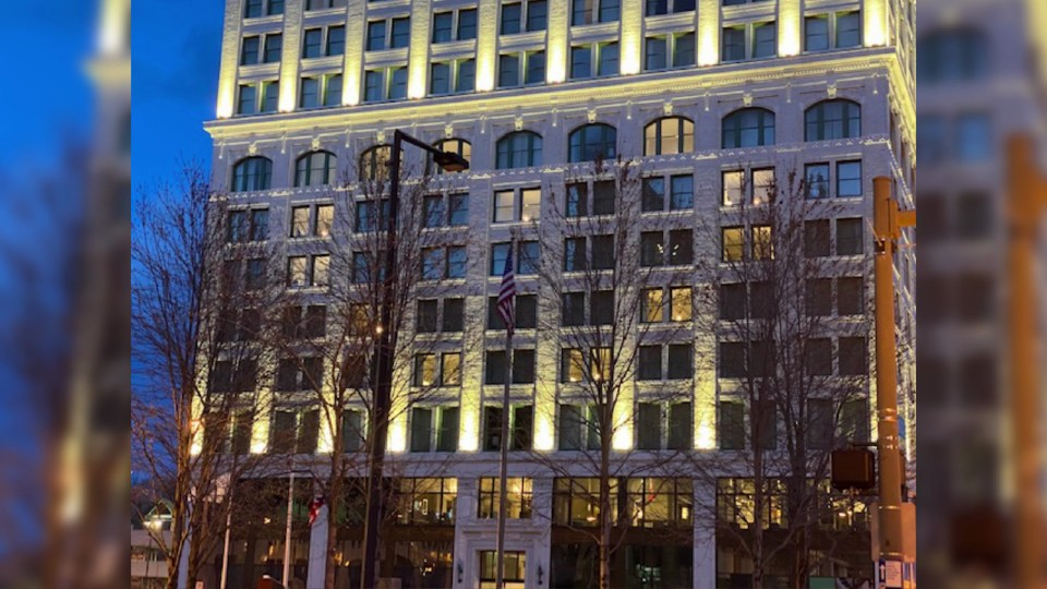 DoubleTree hotel in Youngstown lights up rooms in a heart