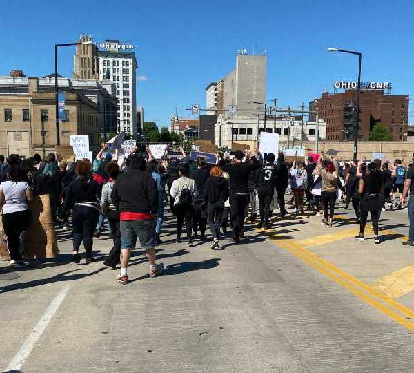 crowd on market street bridge in Youngstown protests