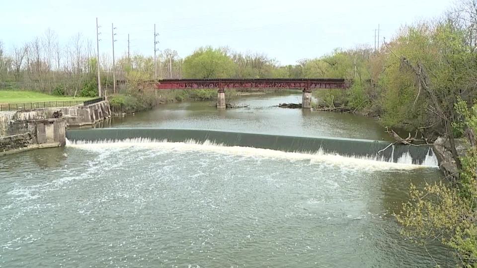 Mahoning River, Warren dam dangers.