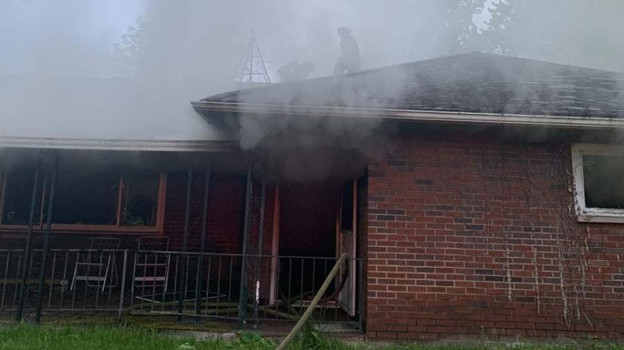 Fire destroys vacant Youngstown house on east side