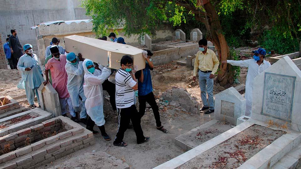Coronavirus graves, Pakistan