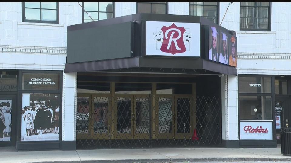 Robins Theatre in Warren reopening.