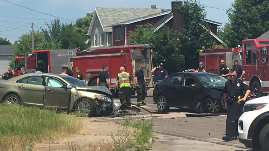 Youngstown crash involving Mahoning County Sheriff's detective.