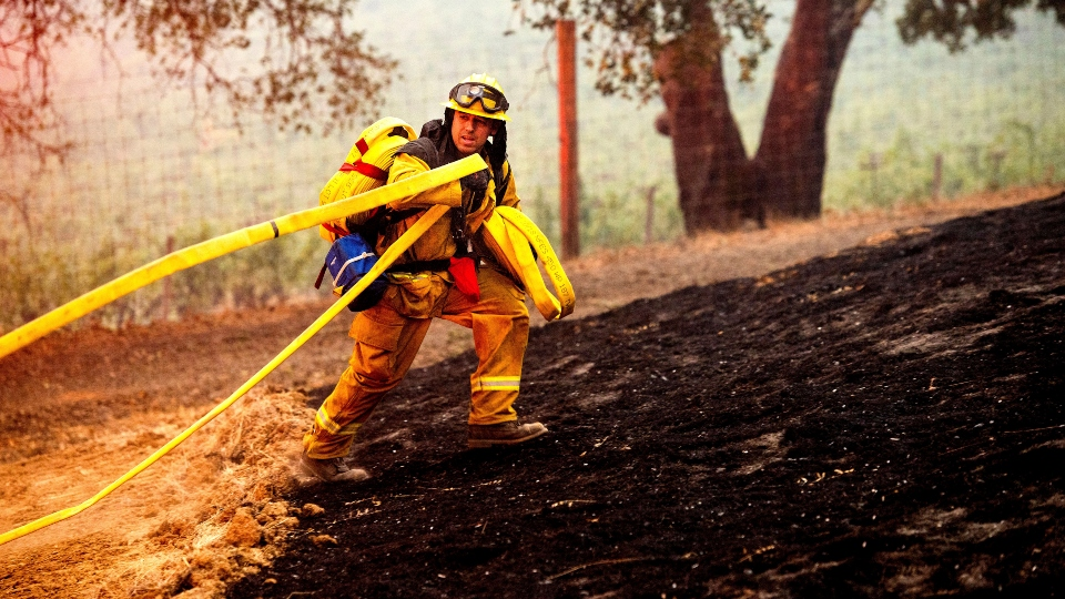 California wildfires, firefighter