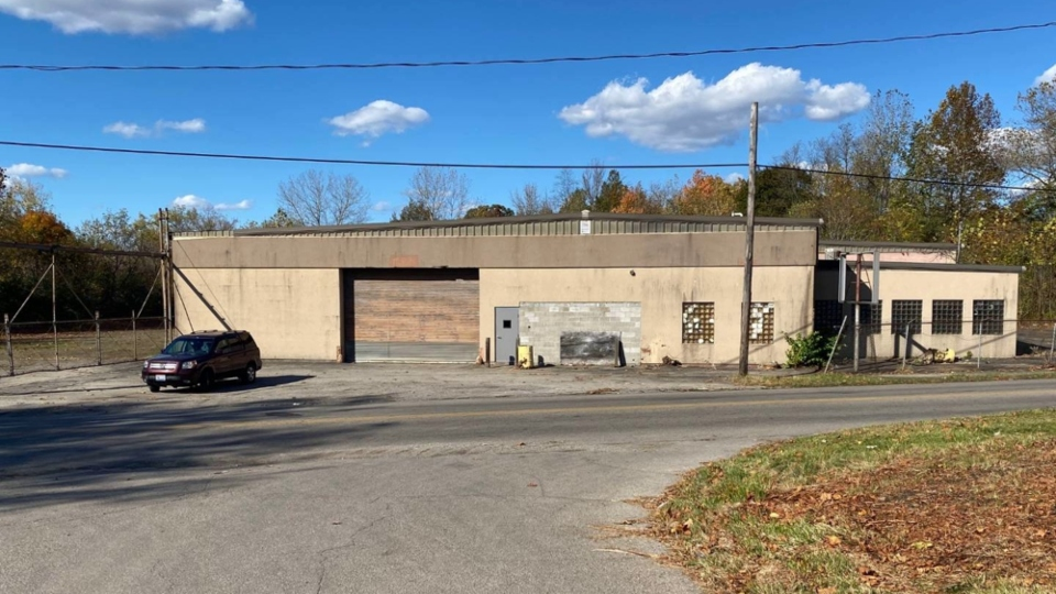 Land bank auctioning Youngstown commercial building on Hubbard Road.