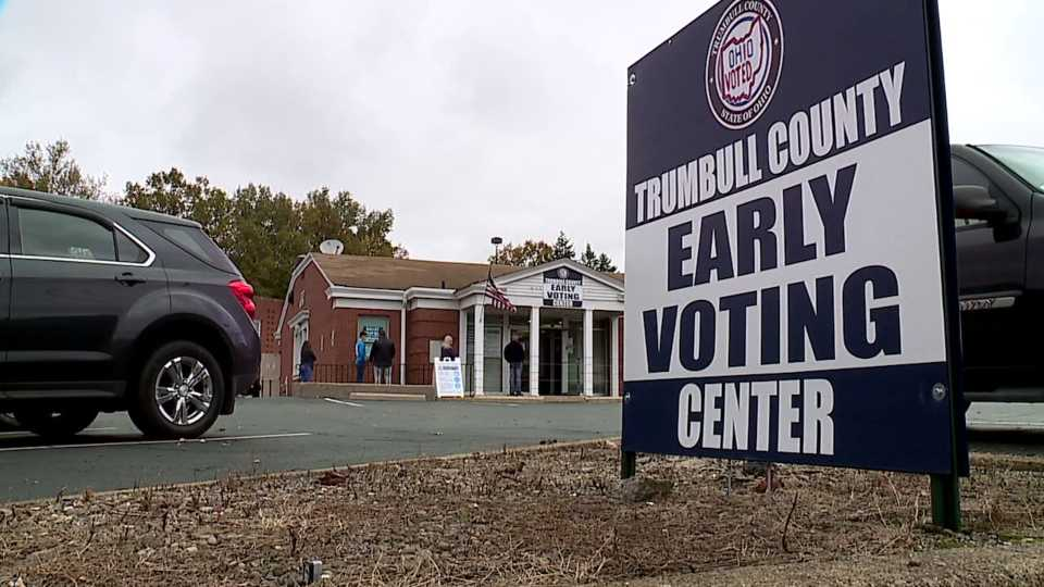 Trumbull County early voting sign