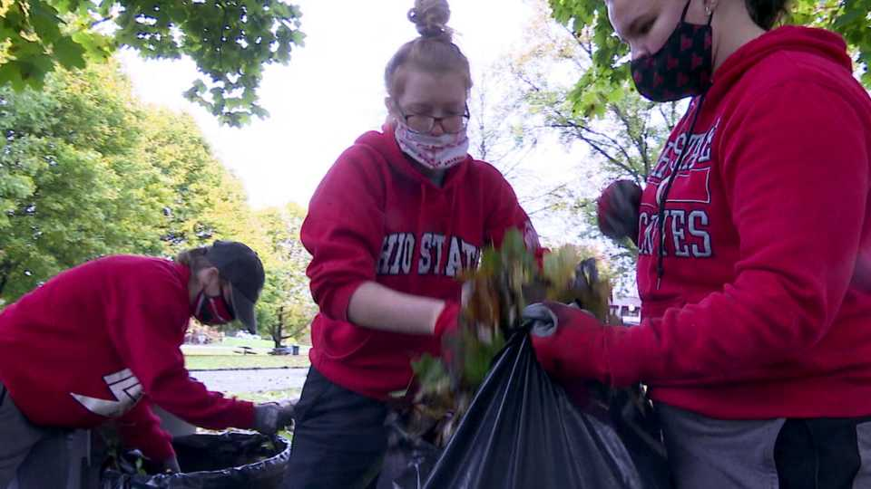 YSU cleanup group at Youngstown park