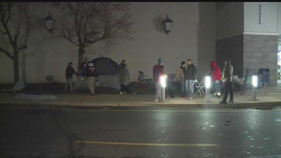 Black Friday crowd outside Eastwood Mall in Niles