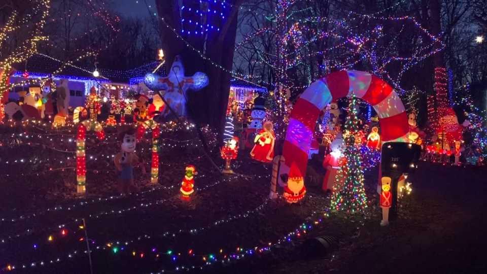 Boardman Christmas lights display