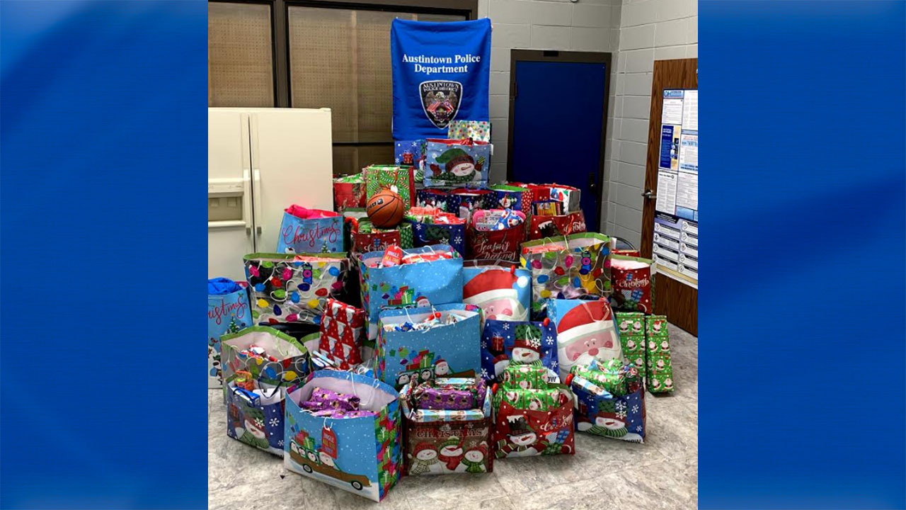 Austintown police, Christmas gifts