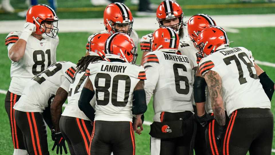 Cleveland Browns quarterback Baker Mayfield (6) talks to his teammates in the huddle during the first half of an NFL football game against the New York Giants Sunday, Dec. 20, 2020, in East Rutherford, N.J.