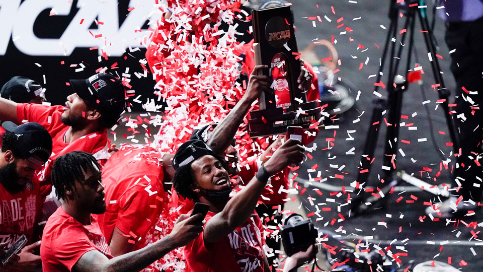 Houston players celebrate their 67-61 win over Oregon State
